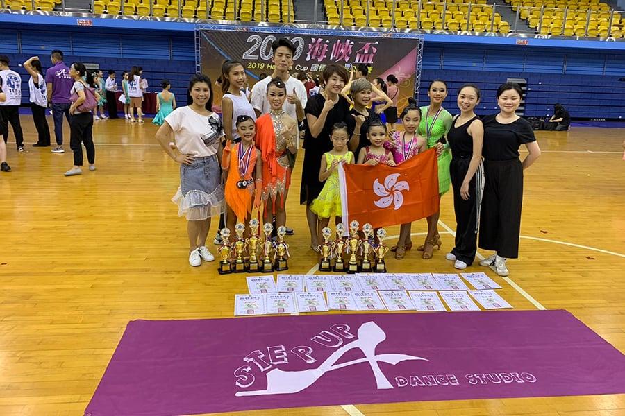 透過各種豐富的比賽、活動,校長Joyce希望建立起孩子們對跳舞的信心。(受訪者提供)