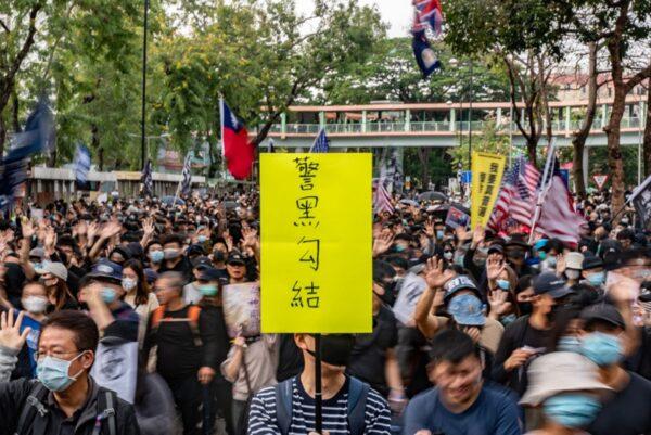 1月5日下午2時半,逾萬港人在上水舉行抗議遊行。(Anthony Kwan/Getty Images)