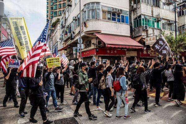 1月5日下午2時半,逾萬港人在上水舉行抗議遊行。 (ISAAC LAWRENCE/AFP via Getty Images)