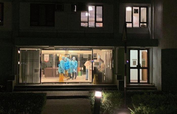 中大一名女生上月返港後,曾到沙田仁安醫院和深圳醫院檢查,衛生防護中心5日安排救護員陪同她到威爾斯親王醫院接受治療。(CUHK Secrets Facebook圖片)