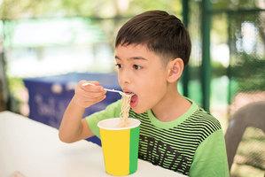 吃泡麵果腹 傷害亞洲千萬兒童健康