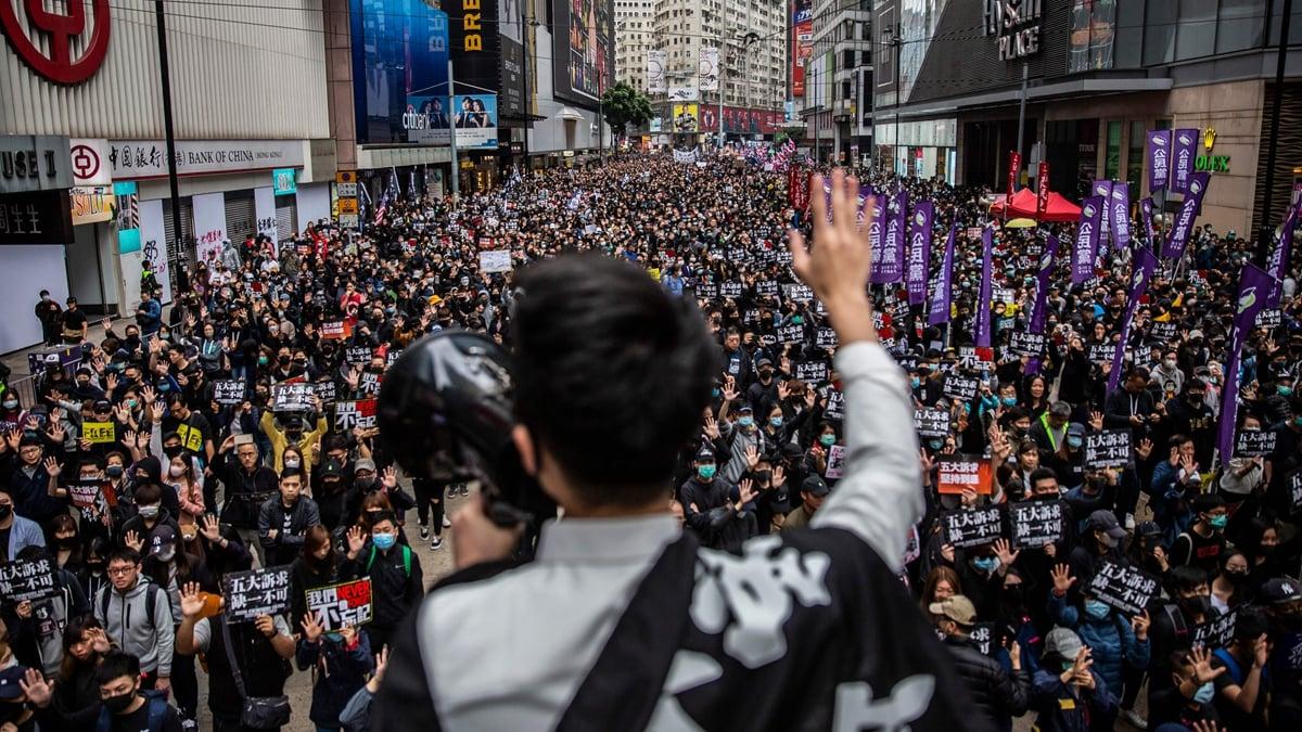圖為2020年第一天,103萬香港人再次走上街頭,重申反送中運動五大訴求。( ISAAC LAWRENCE/AFP via Getty Images)