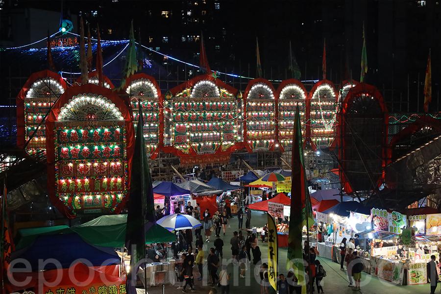 今日的戲棚仍然承載著香港特色的文化。圖為青衣戲棚。(陳仲明/大紀元)