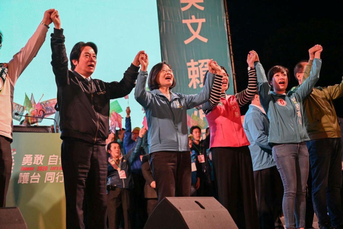 圖為台灣民進黨總統候選人蔡英文(中)2020年1月5日在台北舉行競選集會。(Billy H.C. Kwok/Getty Images)