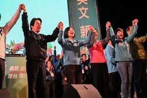 台灣選前中共狂發假消息 網傳合成「蔡英文辱軍照」