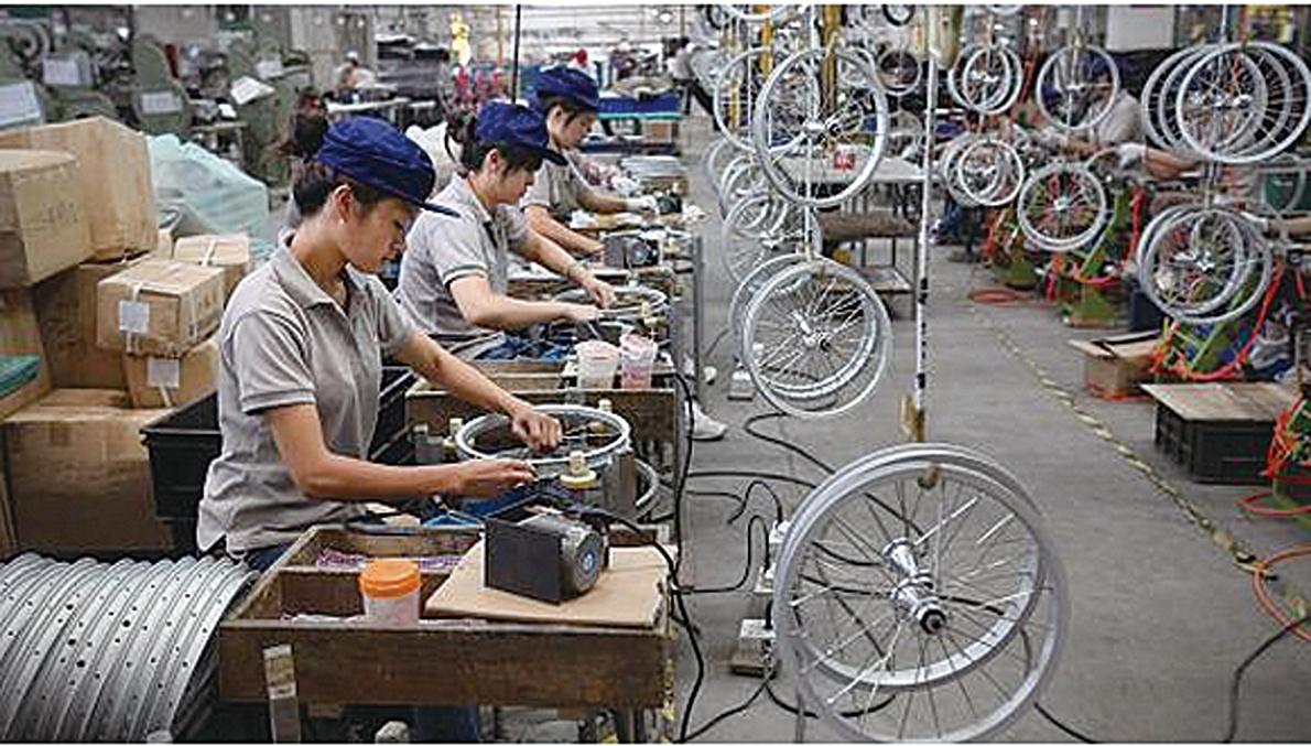 今年前6個月,中國製造業投資持續下滑的趨勢沒有改善,主要因傳統重化行業依然面臨嚴重產能過剩。(網絡圖片)