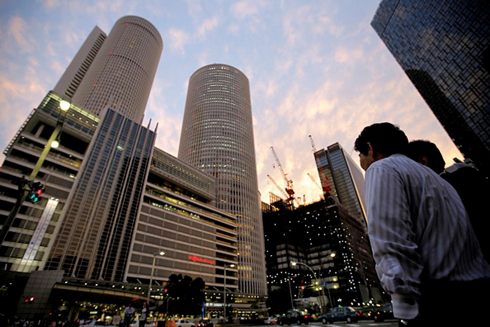 圖為名古屋車站附近新建的大型辦公商業設施,量化寬鬆有助商業的擴大。(Getty Images)