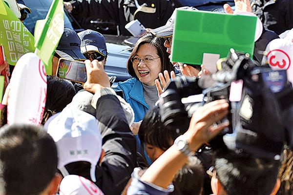 爭取連任的民進黨總統候選人韓蔡英文昨到台北為民進黨立委候選人拉票時強調,香港已經證實「一國兩制」的失敗,一定要用選票告訴世界,台灣不接受一國兩制。(SAM YEH/AFP via Getty Images)