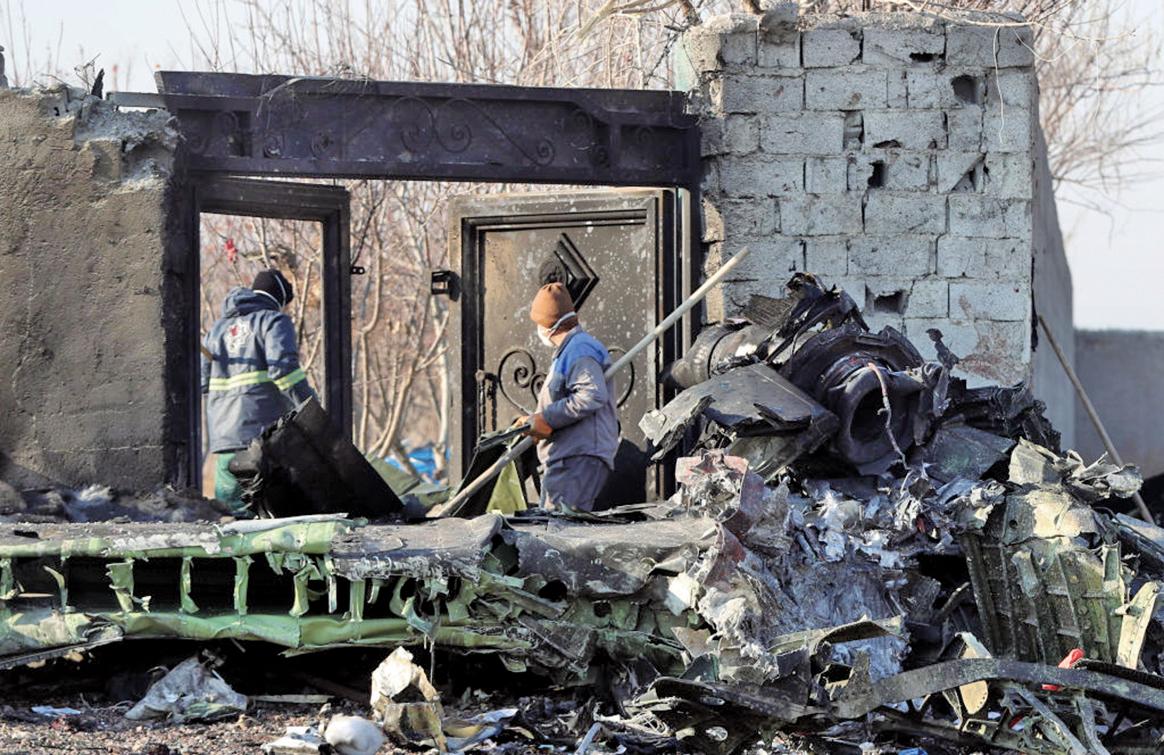 墜毀的烏克蘭航空班機遺骸。(AFP)