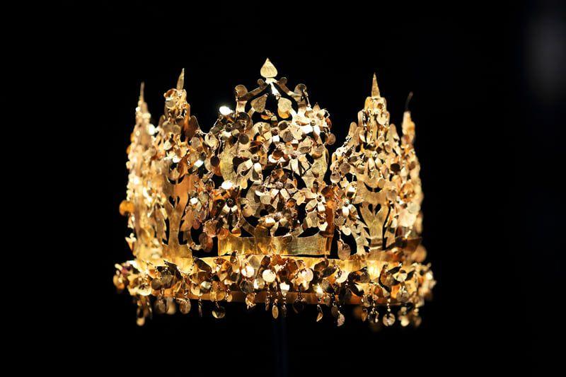 王冠。蒂拉丘地6號墓出土(公元25至50年)。(香港歷史博物館網站)
