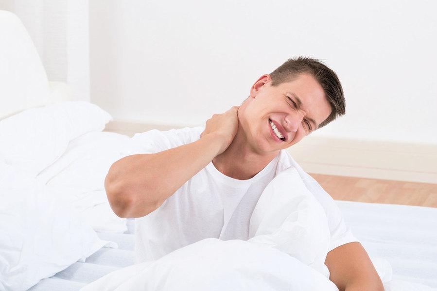 輕忽落枕當心頸部早退化 兩招解救肩頸僵硬