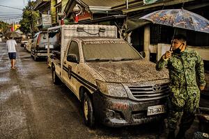 菲國塔爾火山噴熔岩 機場關閉八千人急撤