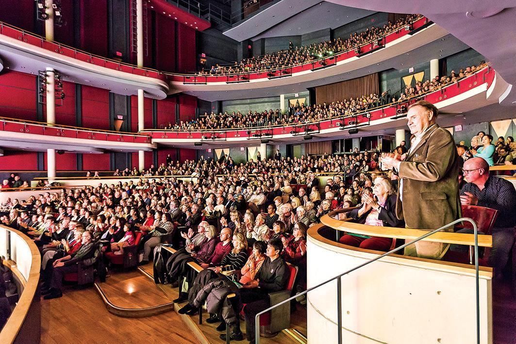 1月11日,美國神韻世界藝術團在密西沙加表演藝術中心的兩場演出大爆滿。(艾文/大紀元)