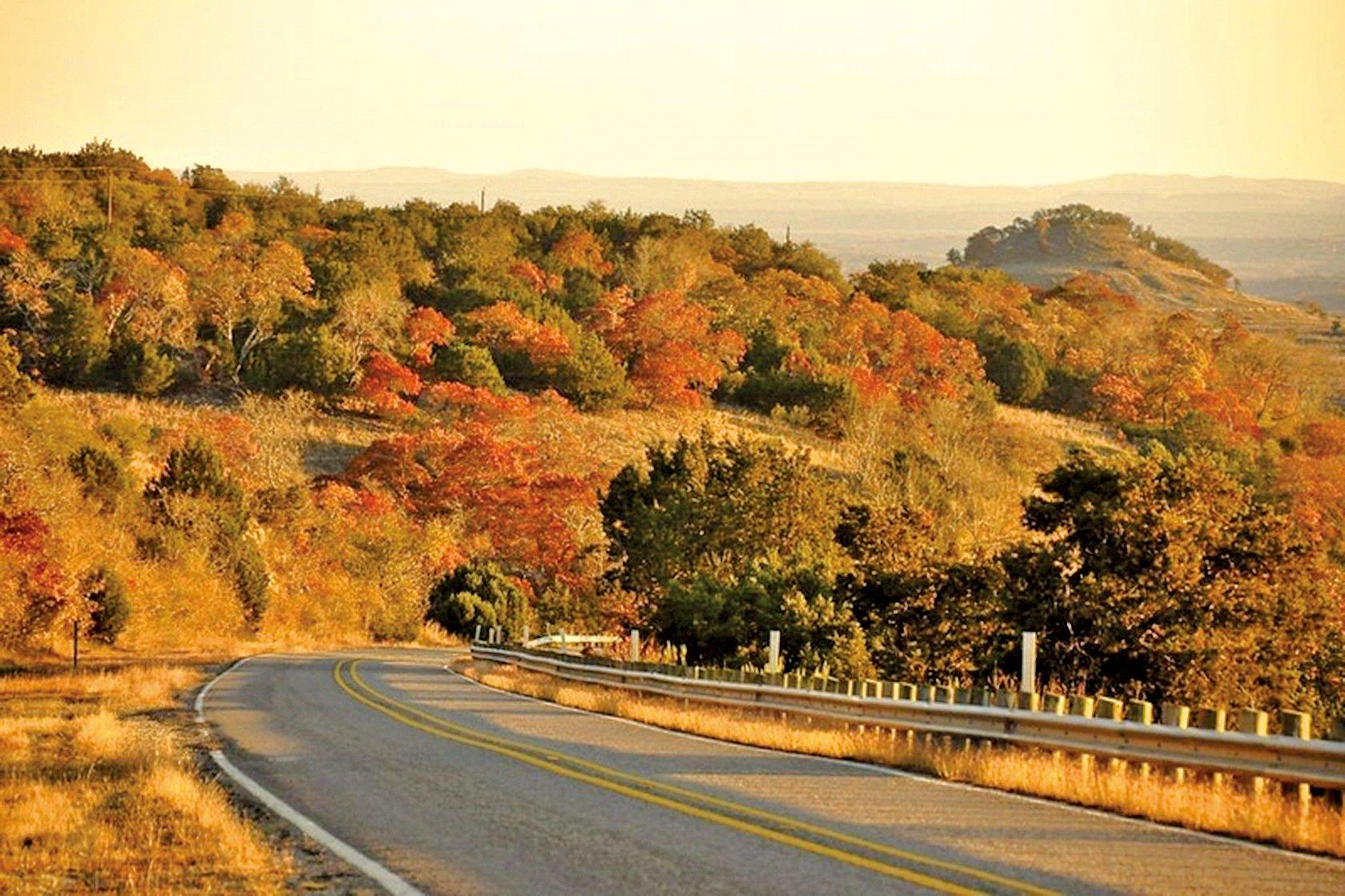 這類的蜿蜒公路,在「山丘之鄉」隨處可見。