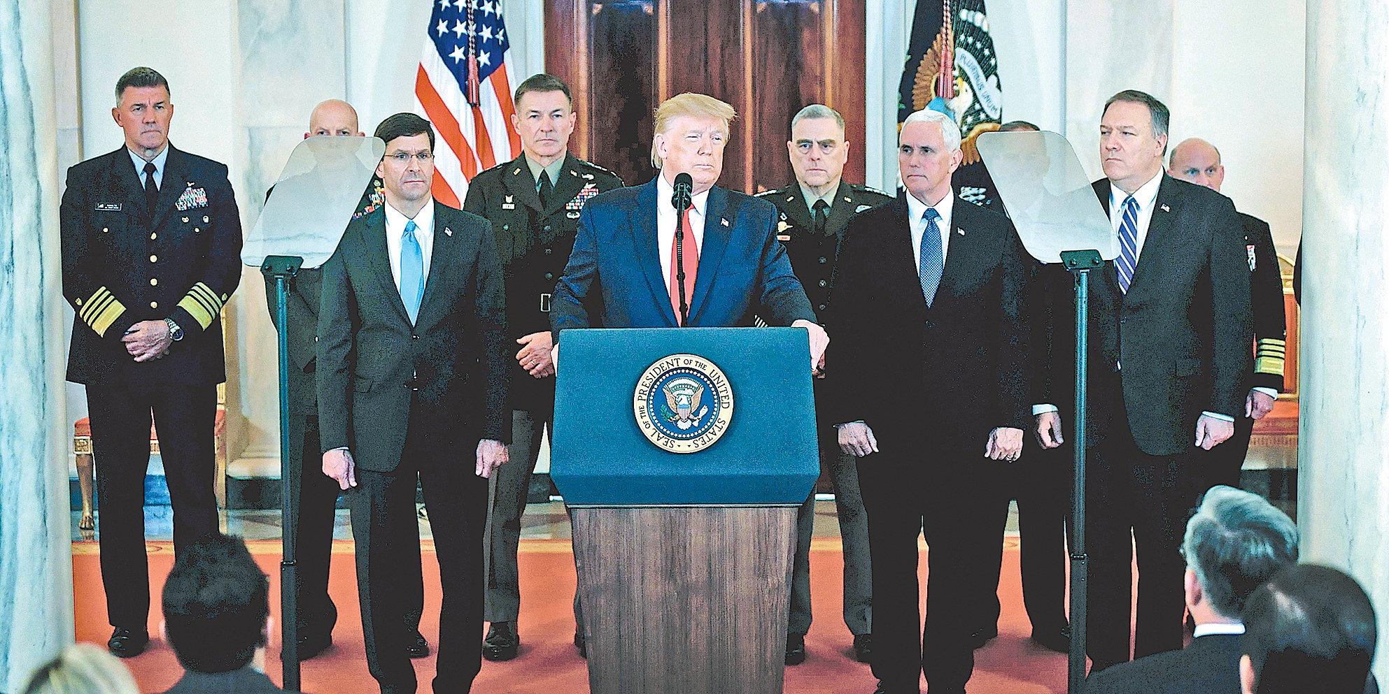 1月8日,美國總統特朗普在白宮大廳發表針對伊朗襲擊伊拉克美軍基地的講話。(SAUL LOEB / AFP)