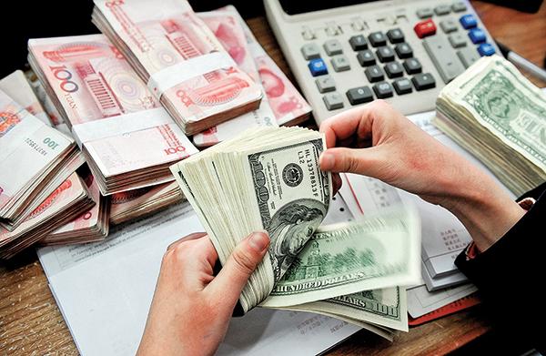 中美貿易戰,即使簽署了第一階段協議,人民幣仍舊會走貶。(AFP)