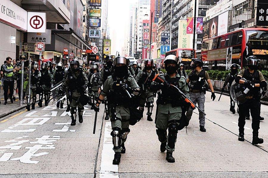 警方研引入電槍網槍增武力 林卓廷譴電槍可致心臟驟停
