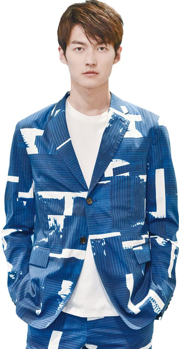 海軍藍主色調的探險者職業套裝。(BOSS提供)