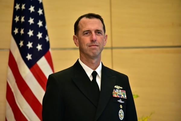 美國海軍作戰部長約翰・理查森(John Richardson)上將於7月17日起訪華,將談南海問題。(YOSHIKAZU TSUNO/AFP/Getty Images)