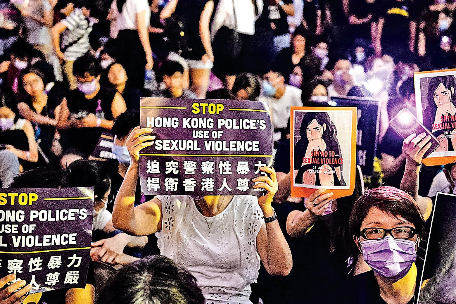 2019年8月28日晚上8時,香港人在中環遮打花園舉行Me Too集會,抗議警方濫暴和施行性暴力。(宋碧龍/大紀元)