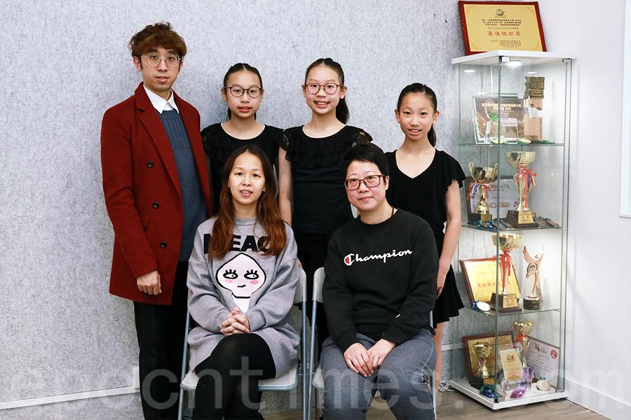 拉丁舞學校像一個大家庭,師生亦師亦友,家長們也很滿意。(陳仲明/大紀元)