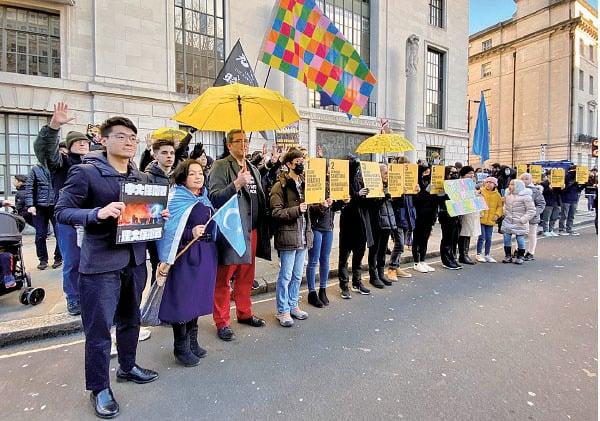 鄭文傑呼籲國際政府特別是英國政府要考慮現在在香港發生的人道災難危機,不應該售賣武器給一個威權的政體。(唐詩韻/大紀元)