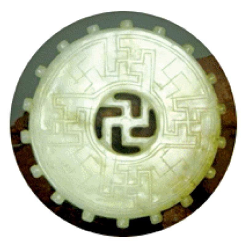 明代和田白玉吉祥如意萬字符,有九個卍字符,形成米字形九宮圖。(大紀元資料庫)