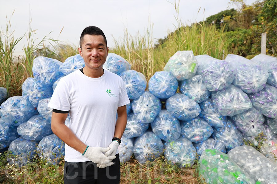 「地球之友」企業策劃及拓展經理周䁱東認為,活動可以更加深層令企業和公眾親身體驗塑膠回收的整個過程。(陳仲明/大紀元)
