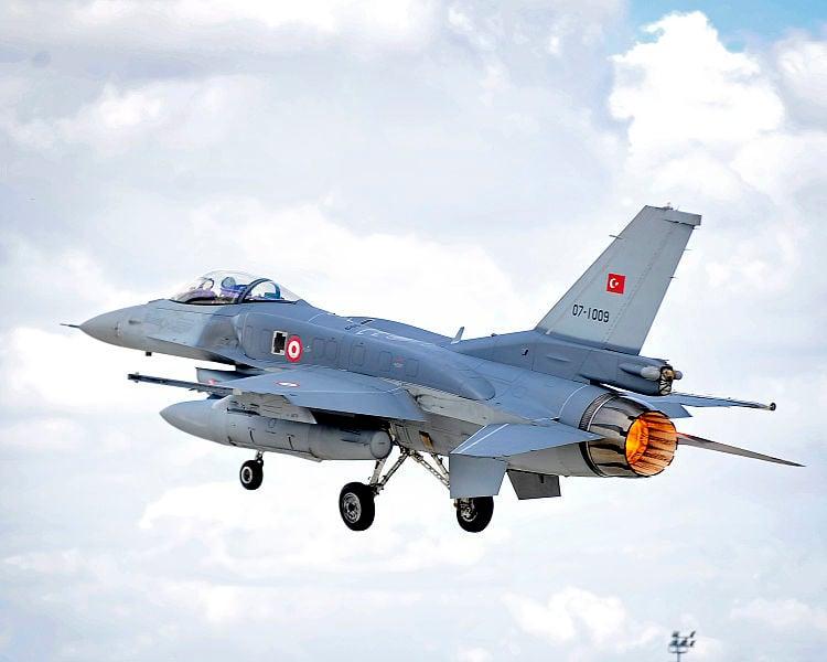 土耳其軍事政變失敗後,當地局勢仍然不穩。政府已於伊斯坦堡頒布緊急狀態令,增派1800名特警部隊部署在該市。並派出F-16戰鬥機在土耳其領空巡邏。(SAC Helen Farrer RAF Mobile News Team/MOD)