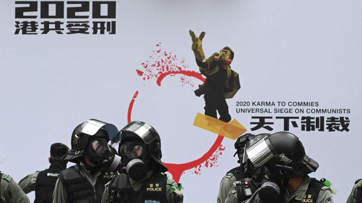 1月19日下午,香港民眾在中環遮打花園舉行「天下制裁」集會,中途又遭警方腰斬。(PHILIP FONG/AFP via Getty Images)