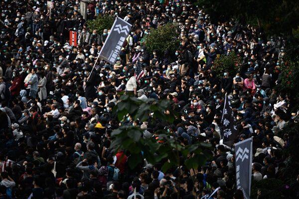 1月19日下午,香港民眾在中環遮打花園舉行「天下制裁」集會,有超過15萬人參加。(PHILIP FONG/AFP via Getty Images)