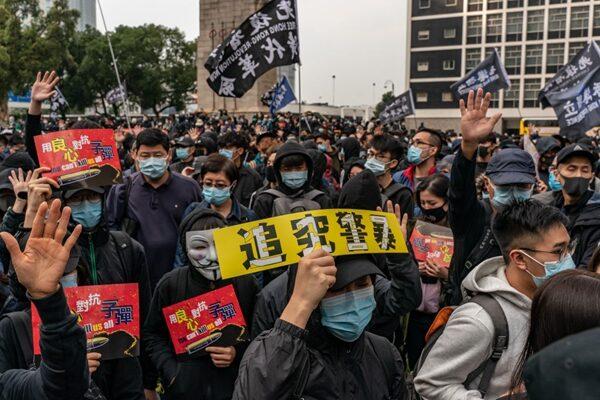 1月19日下午,香港民眾在中環遮打花園舉行「天下制裁」集會。(Anthony Kwan/Getty Images)