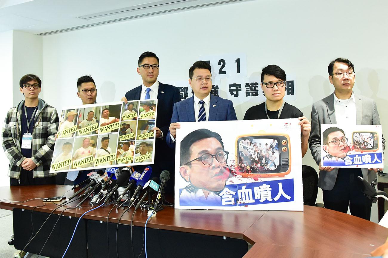 林卓廷聯同7名7.21恐襲中的傷者,入稟控告鄧炳強違反《警隊條例》。(郭威利/大紀元)