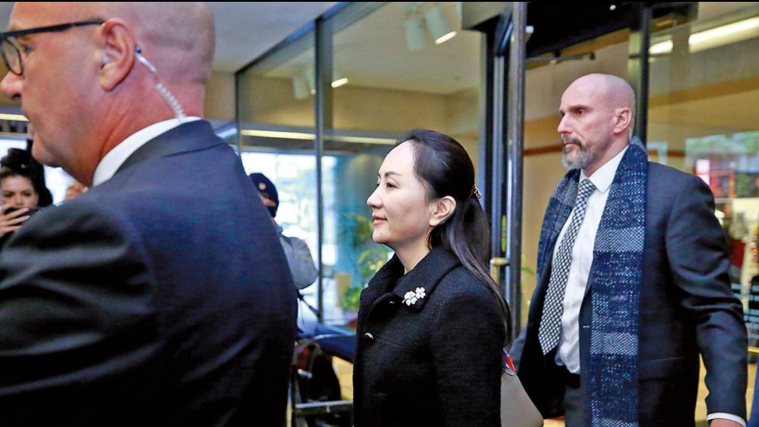 1月20日,孟晚舟與辯護律師在加拿大卑詩最高法院,出庭引渡聆訊。(王昱莎/大紀元)