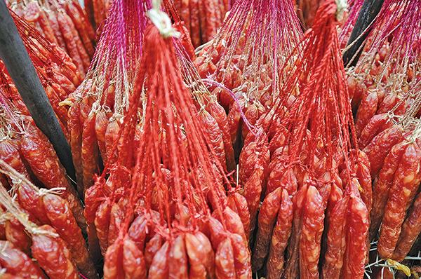 大陸豬肉價格高漲,中國新年臨近。大陸中國老百姓忙著置辦年貨,許多家庭為買不起豬肉發愁。((Getty Images))