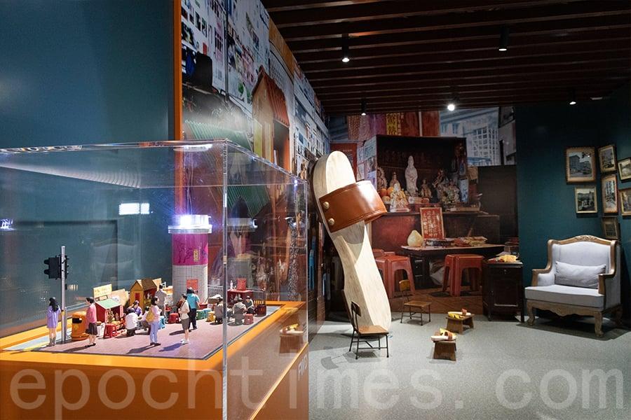 「鵝頸橋打小人」展品與場地佈置。(陳仲明/大紀元)