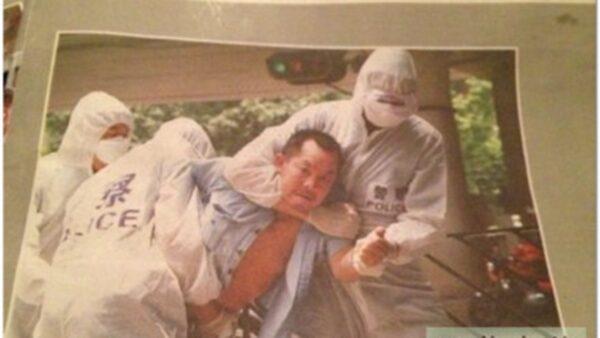 中共警察截擊疑似SARS病人的照片在網絡曝光震撼民眾。(網絡圖片)