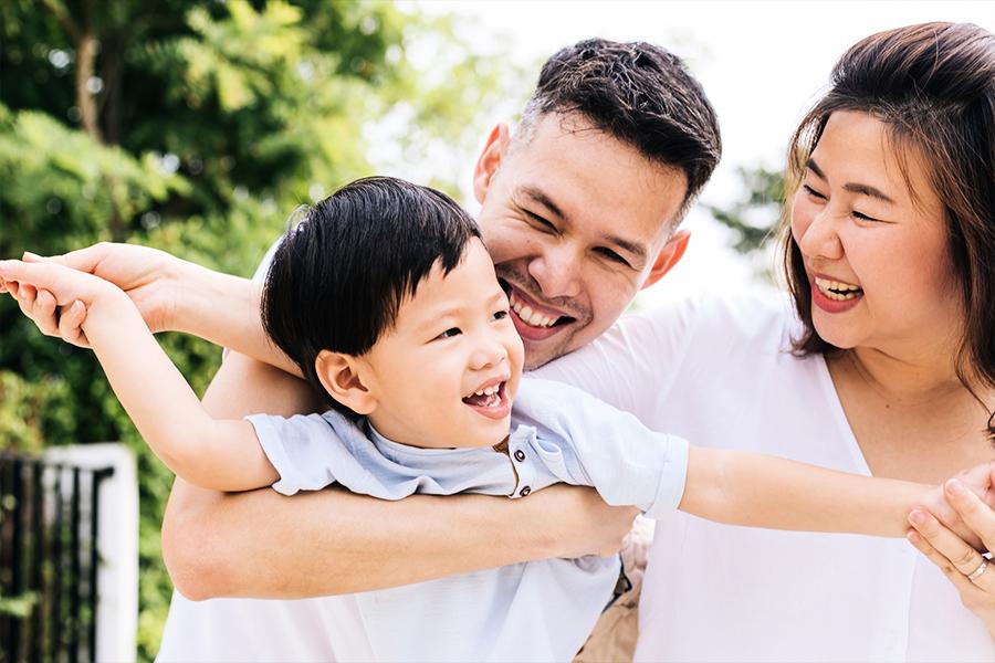 父母多擁抱子女 可助其提升情緒管理