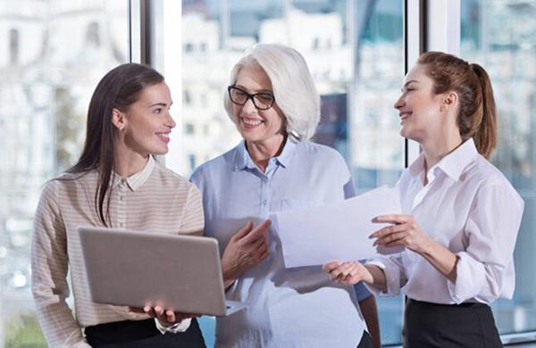 緊密合作的工作聯繫往往是建立在情感聯繫的基礎上。工作關係容易受到情感的影響,當同事之間,情感疏離的時候,也會影響工作關係,需要付出額外的努力來預防。(YAKOBCHUK VIACHESLAV/Shutterstock)