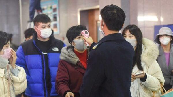 中共肺炎疫情失控,中國各大機場紛紛加強檢疫工作。(STR/AFP via Getty Images)