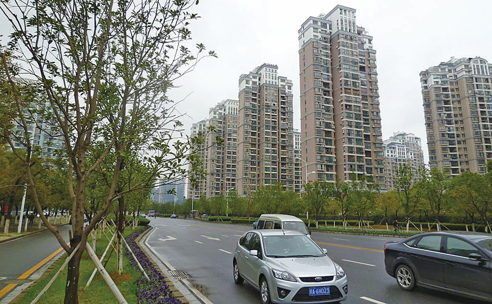 最近有調查顯示,85%的中國人買不起房子。中國樓市已經綁架了中國經濟和廣大中低收入階層。6月份,中國大陸70個大中城市房價漲幅開始收窄。(Getty Images)