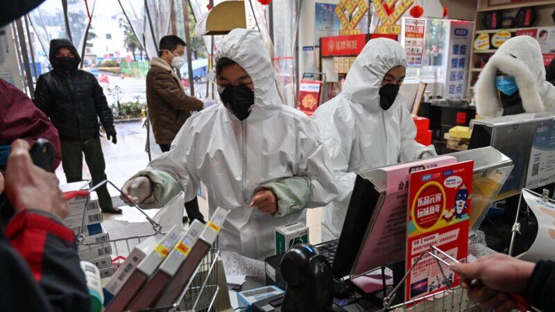 中共肺炎疫情失控,全球陸續出現確診病例。(HECTOR RETAMAL/AFP via Getty Images)
