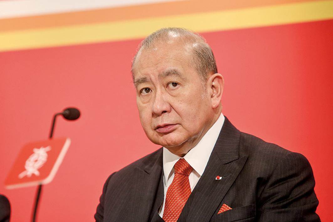 東亞銀行股東、對沖基金Elliott入稟,控告東亞銀行包括主席兼行政總裁李國寶。(大紀元資料圖片)