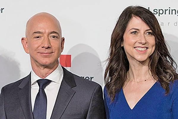 世界首富、亞馬遜公司行政總裁貝佐斯與妻子麥肯齊宣佈離婚。圖為二人。(Getty Images)