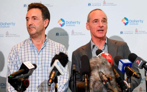 澳洲的彼得·多爾蒂感染與免疫研究所(Peter Doherty Institute For Infection And Immunity) 的科學家們成功複製了新型冠狀病毒。圖為2020年1月29日麥克·卡頓(Mike Catton)博士(右)在新聞發佈會上。(WILLIAM WEST/Getty Images)
