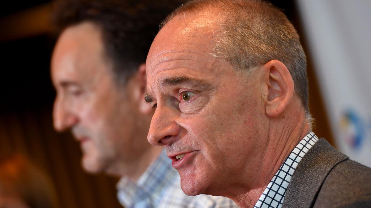 麥克·卡頓(Mike Catton)博士(右)。(WILLIAM WEST/Getty Images)