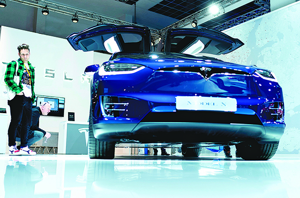 2020年1月9日, 布魯塞爾車展上展出的一輛特斯拉Model X。(Getty Images)