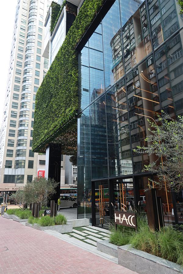 榮獲三重鉑金級認證的綠化建築 — K11 ATELIER King's Road。(陳仲明/大紀元)