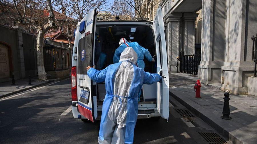 中共肺炎(俗稱武漢肺炎、新冠肺炎)疫情嚴峻,醫院醫療物資告急,當地紅會將大批物資發給行政部門。(HECTOR RETAMAL/AFP via Getty Images)