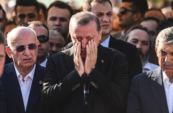 土耳其軍方政變未遂後,總統埃爾多安7月17日在一個葬禮上現身。(BULENT KILIC/AFP/Getty Images)